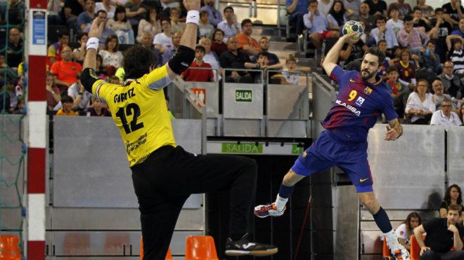Raúl Entrerríos frente a Gurutz Aginagalde en la final de la pasada...