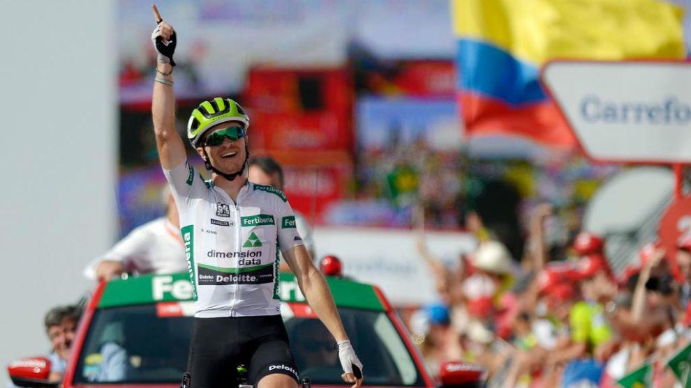 Benjamin King celebrates winning the ninth stage of La Vuelta