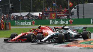 Hamilton adelantando a Raikkonen