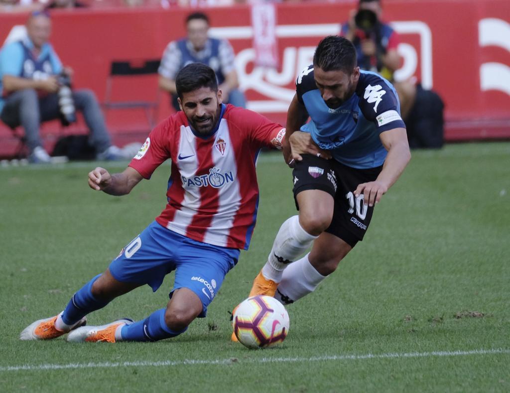 Carmona cae ante la presión de Kike Márquez