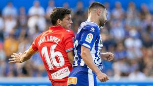 Javi López pugna por un balón con Rubén Duarte.