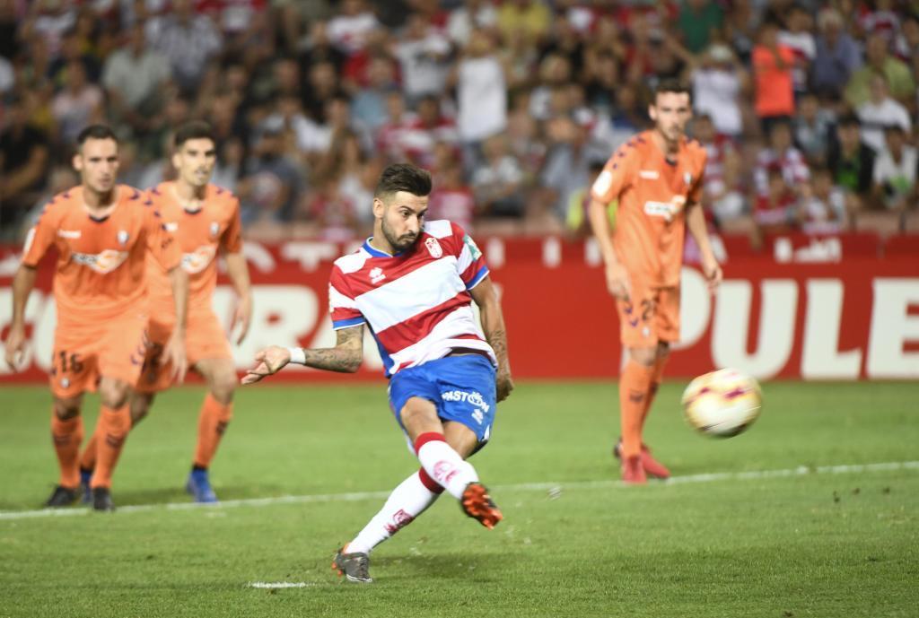 Vadillo, en el momento de lanzar el penalti del segundo tanto...
