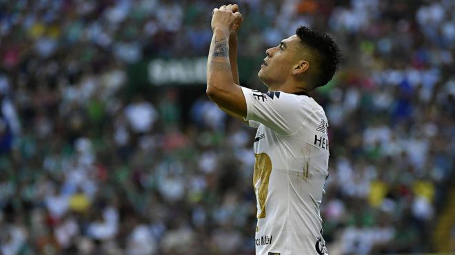 Felipe Mora festejó el gol anotado al León en la jornada 8.