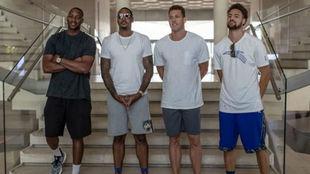 Klay Thompson posa junto a Tracy McGrady, Carmelo Anthony y Luke...