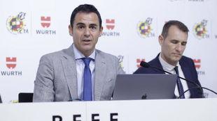 Velasco Carballo y Clos Gómez, durante su explicación del VAR.