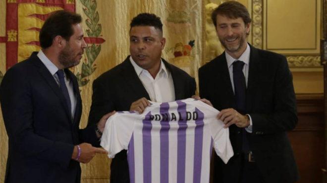 El alcalde de Valladolid junto a Ronaldo y al presidente Carlos...
