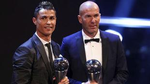 Cirstiano Ronaldo y Zinedine Zidane, ganadores del The Best 2017.