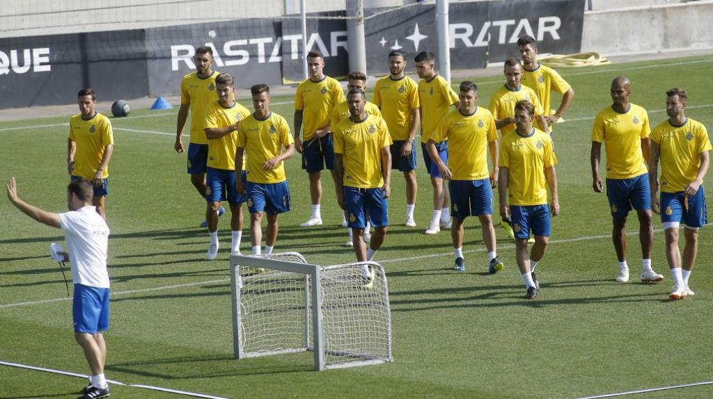 Rubi y los jugadores del Espanyol, durante un entrenamiento en Sant...
