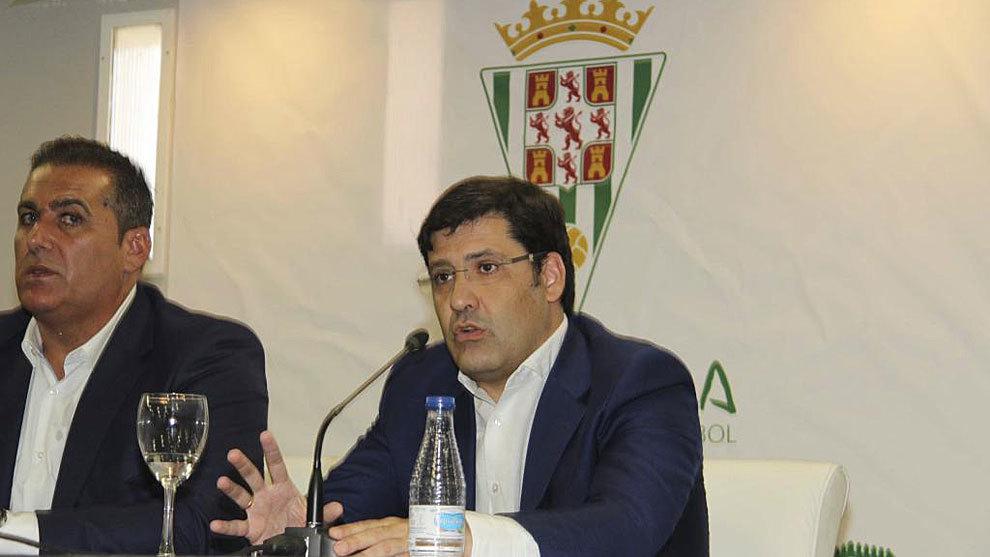 El presidente Jesús León, durante la presentación de Sandoval