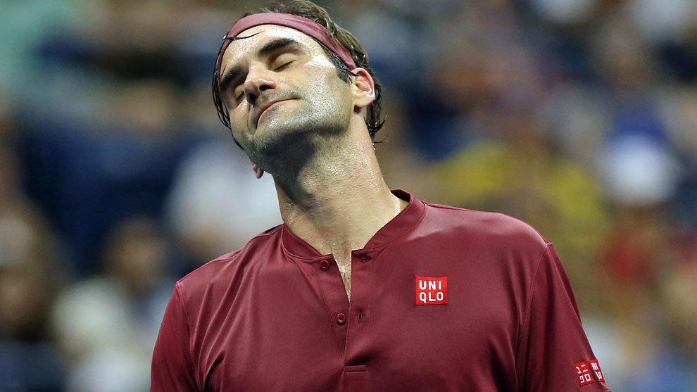 Federer se lamenta tras perder un punto