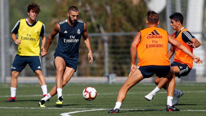 Benzema, durante el entrenamiento del Madrid.