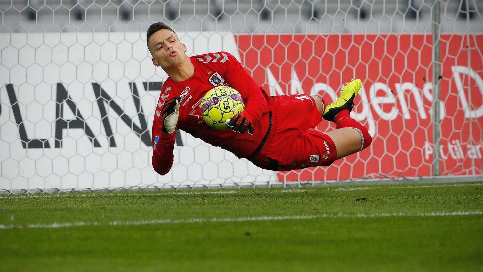 Whalley, parando el penalti del pasado fin de semana con el Aarhus.
