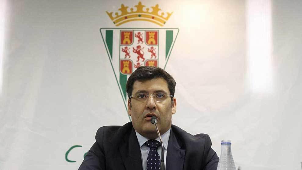 Jesús León, durante la extensa rueda de prensa de este martes