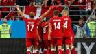 Los jugadores de Dinamarca celebran un gol durante el Mundial.