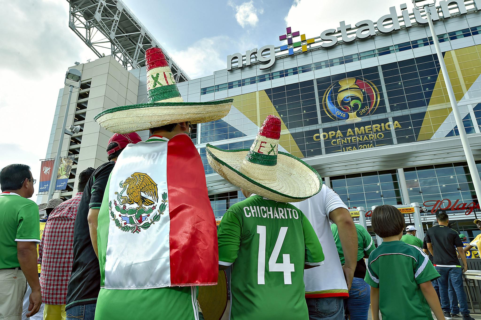 Goles y resumen del México 1-4 Uruguay