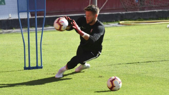 Tomas Vaclik, en un entrenamiento del Sevilla.