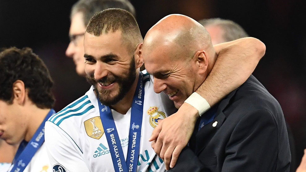 Zidane (R) celebrates with Benzema (L) after winning the UEFA...