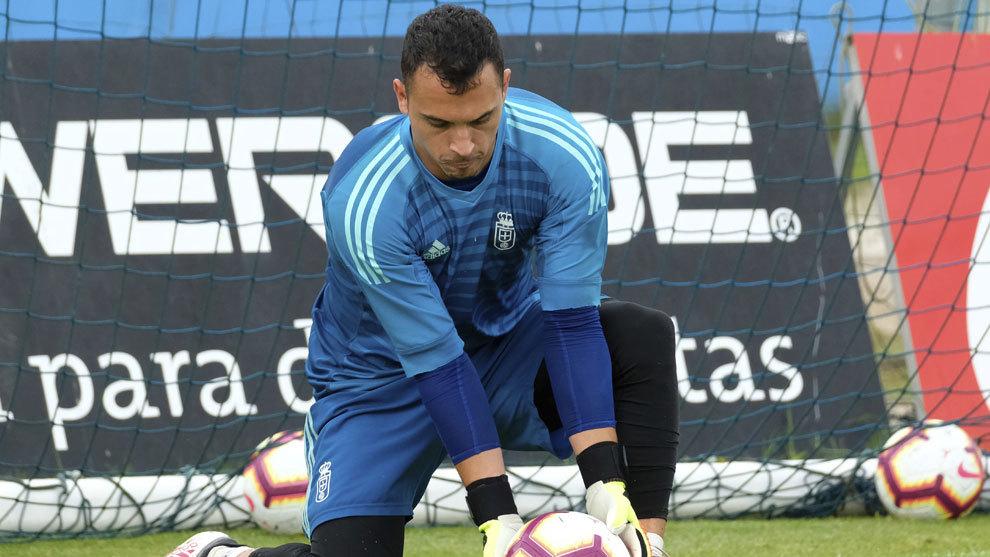 Alfonso Herrero es el encargado de evitar los goles en el Real Oviedo.