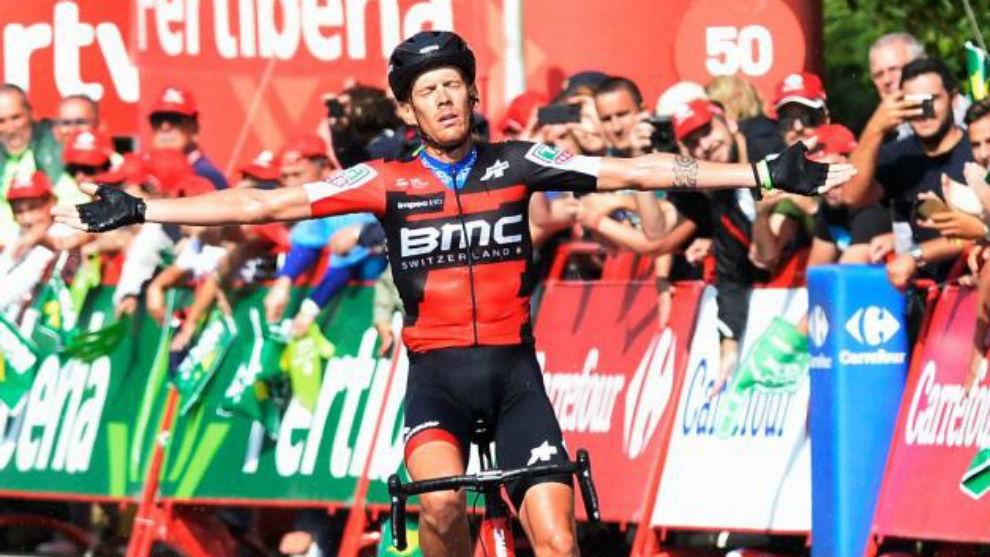 De Marchi celebrando en meta su triunfo de meta.