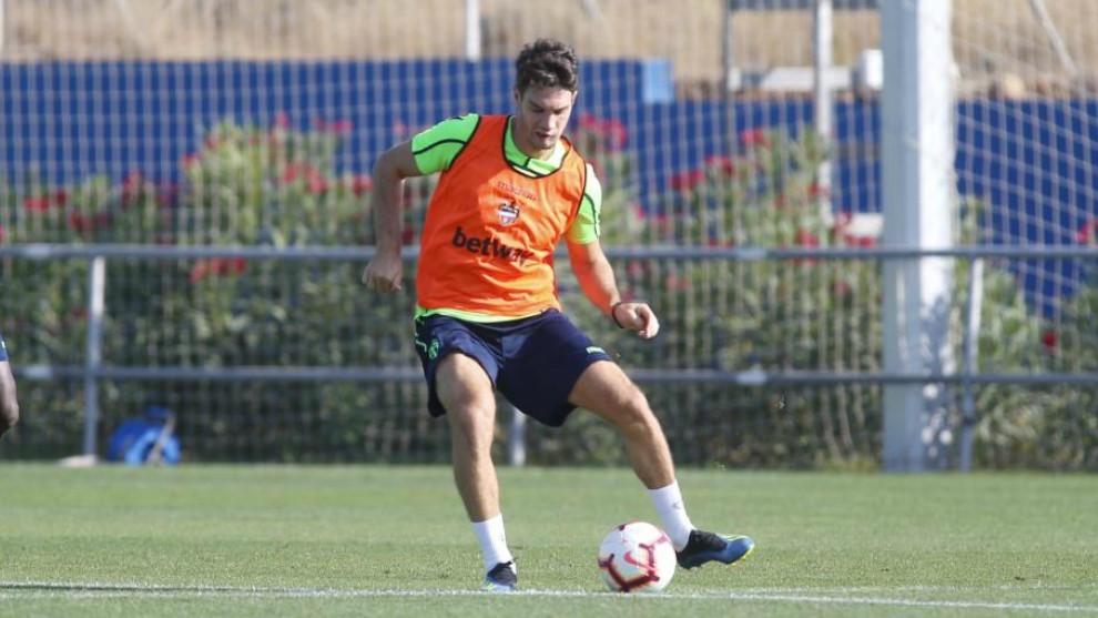 Vukcevic, en un entrenamiento con el Levante.