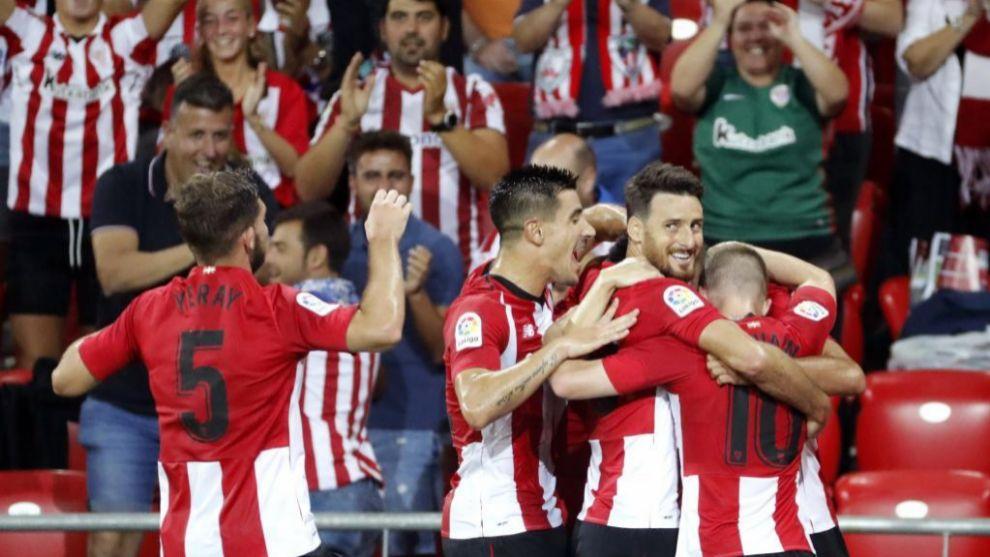 Los jugadores del Athletic celebran el primer gol de esta temporada.