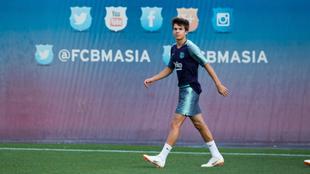 Riqui Puig, en un entrenamiento con el primer equipo.