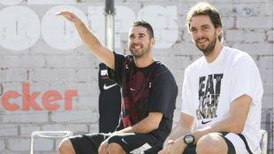Juan Carlos Navarro y Pau Gasol, en un acto promocional.