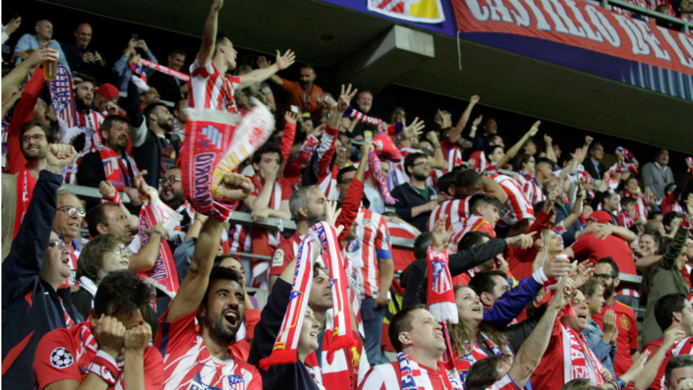 Los aficionados rojiblancos durante la final de la Supercopa