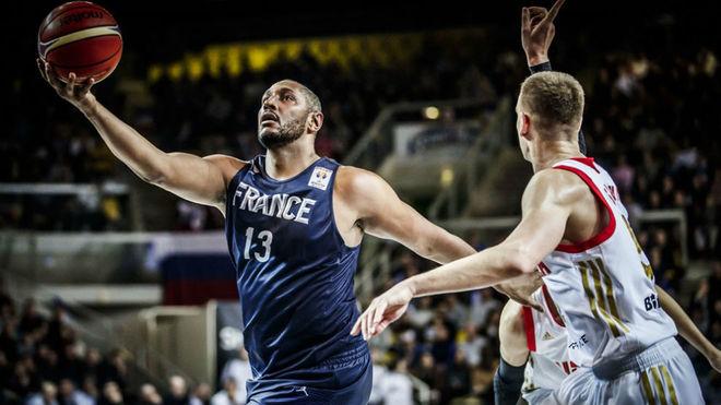 Boris Diaw jugando en las ventanas FIBA contra Rusia