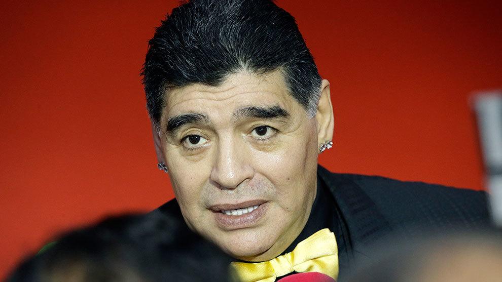 Maradona previo al sorteo de la fase de grupos del Mundial de Rusia.
