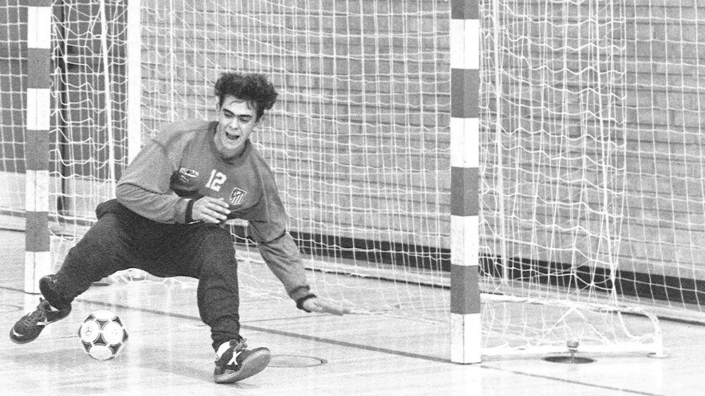 El portero, en la temporada 92-93 defendiendo la meta del Atlético...
