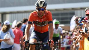 Vincenzo Nibali, en una de las salidas de etapa en esta Vuelta.