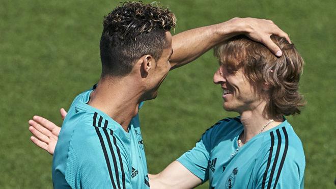 Cristiano y Modric, en un entrenamiento de la pasada temporada con el...