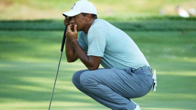 Tiger Woods durante la primera vuelta en el Aronimink Golf Club.