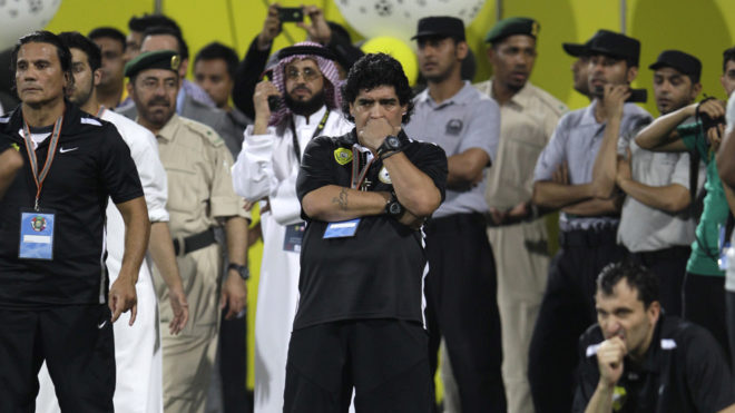 Maradona en un partido del Al Wasl en Emiratos Árabes Unidos.
