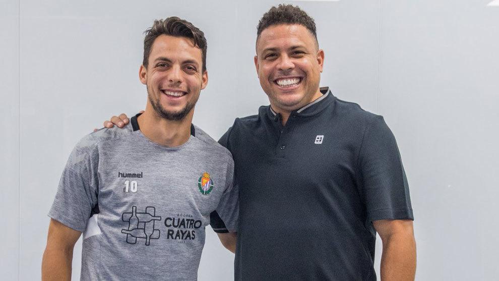 Óscar Plano ha escenificado su renovación junto a Ronaldo Nazario.