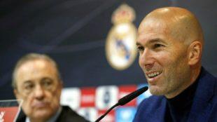 Zinedine Zidane durante la rueda de prensa de su adiós / Chema Rey /...