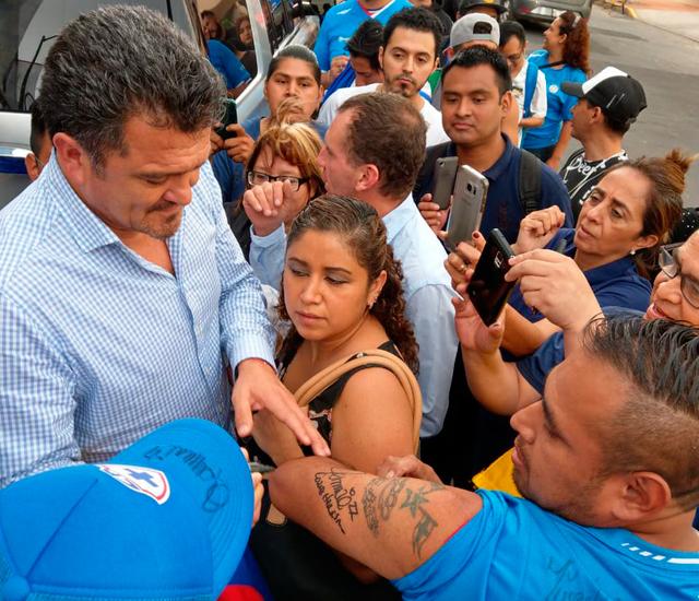 El autógrafo de Carlos Hermosillo se volverá un tatuaje en este...