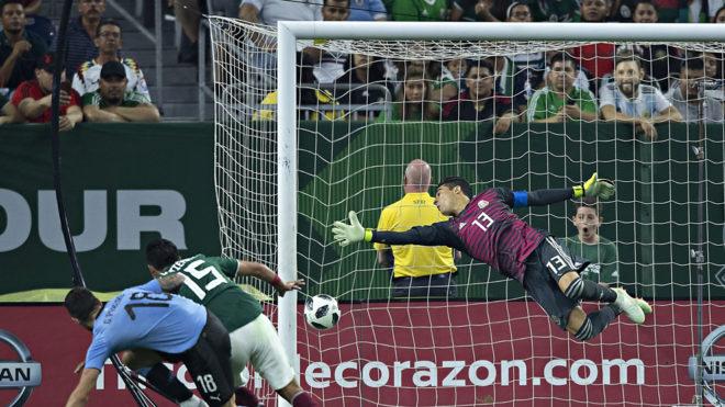 Ochoa es rendido ante un cabezazo de Gastón Pereiro