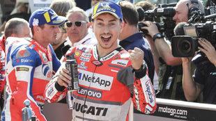 Lorenzo celebra la pole.