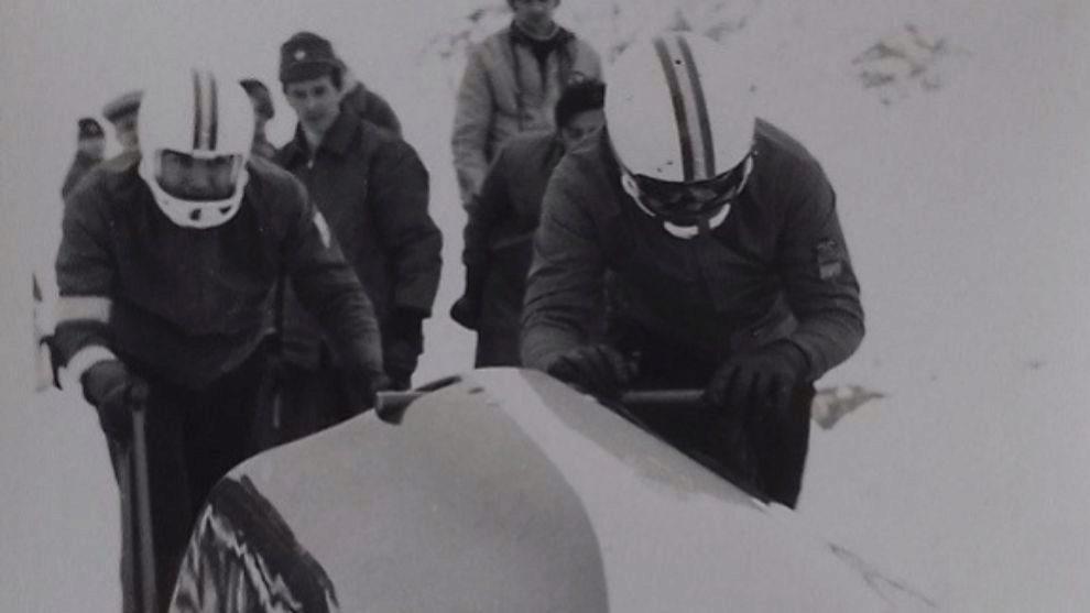La última presencia de un equipo de bobsleigh español en la élite...