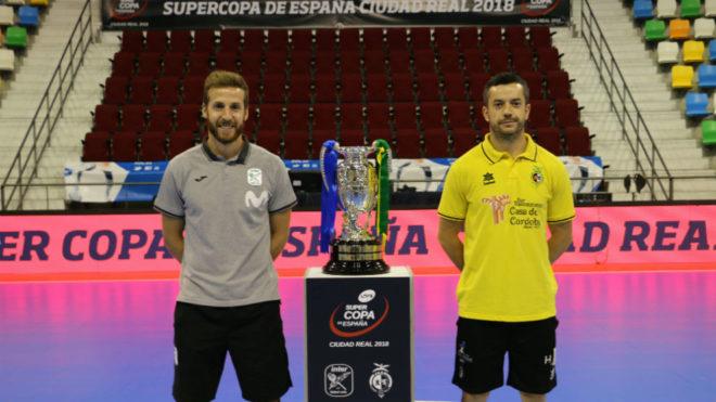 Pola y Mauricio posan junto al trofeo de la Supercopa en el Quijote...
