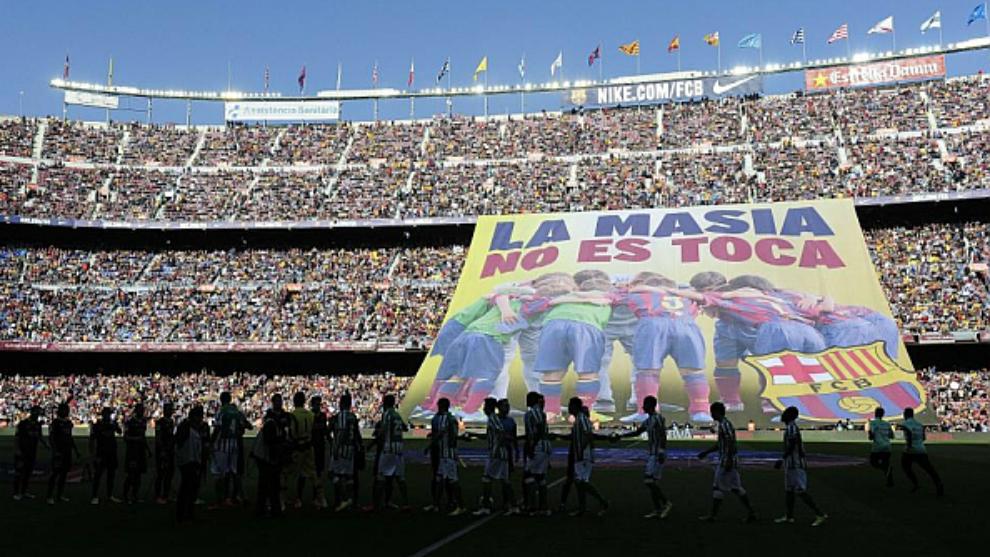 La pancarta que colocó el Barcelona en 2014, tras conocerse la...