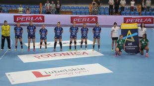 El equipo vasco antes del partido de la previa de la Champions