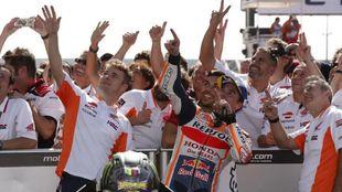 Marc Márquez celebrando la victoria