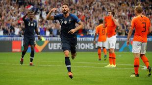 Giroud marca el gol de la victoria de Francia contra Holanda.
