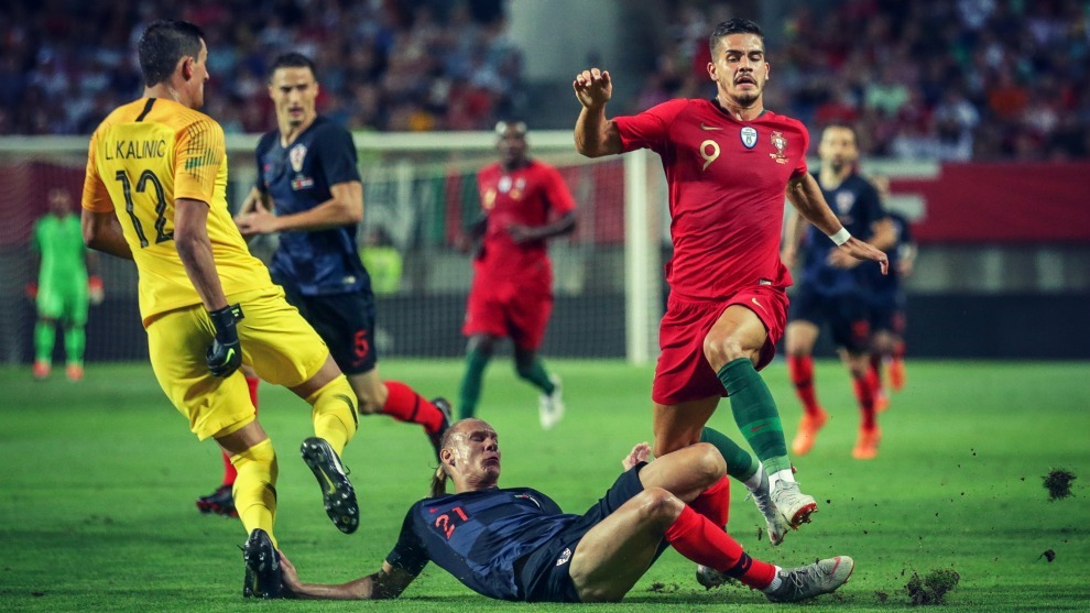 El delantero portugués del Sevilla, André Silva, llevará la...