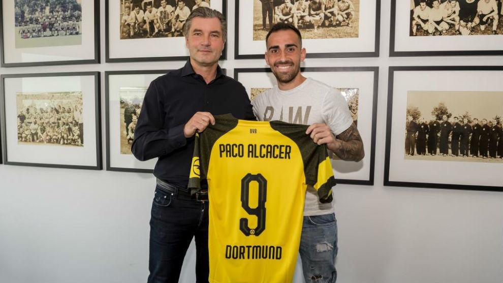 Paco Alcácer, en su presentación con el Dortmund.