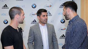 Álvaro Arroyo y Tomeu Nadal, capitanes del Albacete, con David Aganzo...