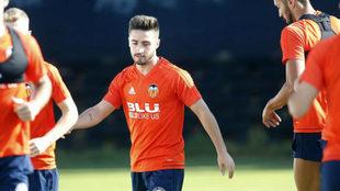 Nacho Gil durante un entrenamiento con el Valencia.
